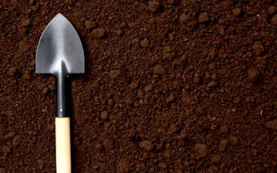 魚粉や蟹殻を豊富に含む有機肥料